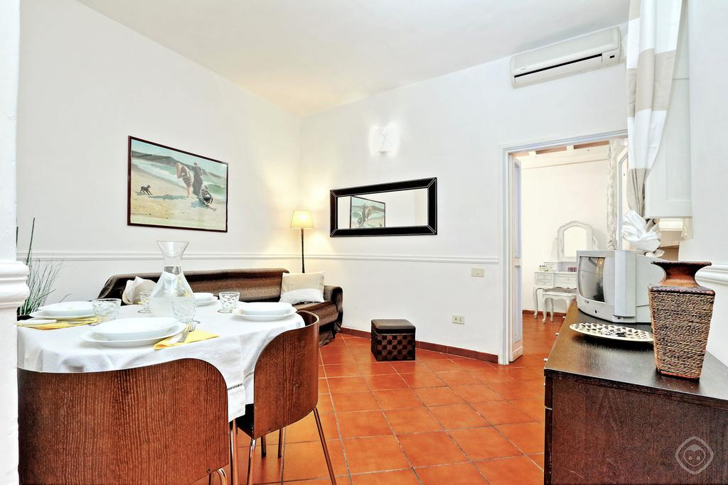 Navona Courtyard Apartment