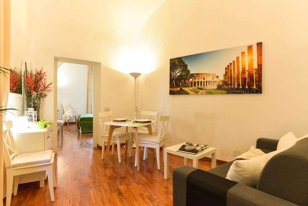 CS Piazza Venezia Apartment